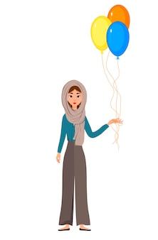 Carattere di vacanza della donna in una sciarpa con palloncini su priorità bassa bianca.