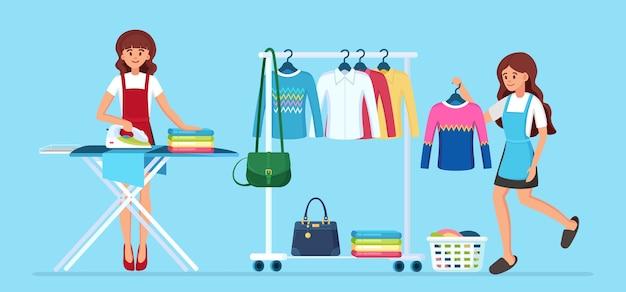 Donna stirare i vestiti a bordo. casalinga che fa il lavoro domestico. servizio di pulizia. porta abiti in metallo.