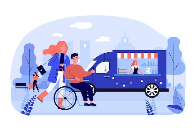 Donna e uomo in sedia a rotelle che camminano fuori
