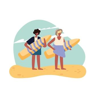 Donna e uomo con tavola da surf estiva su sfondo bianco