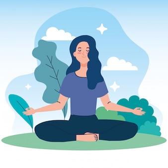 La donna che medita in natura e foglie, concetto per yoga, meditazione, si rilassa, stile di vita sano