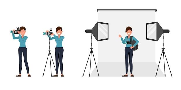 Carattere del fotografo della donna in varie azioni