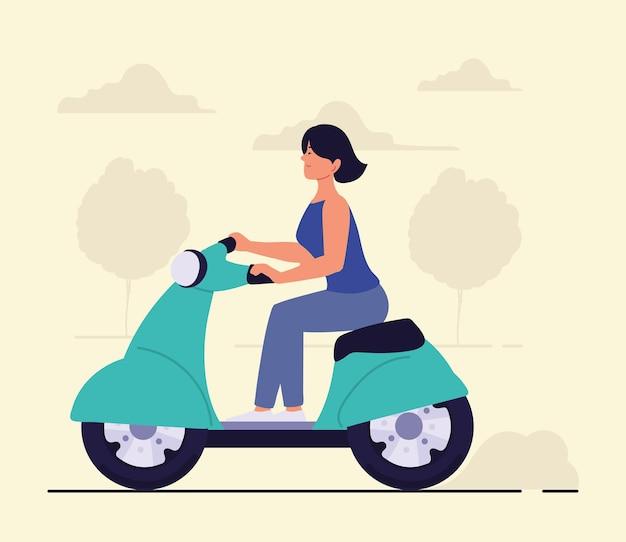 La donna guida uno scooter
