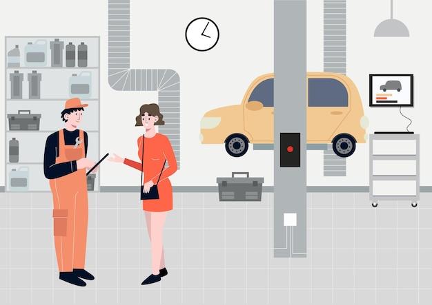 Donna che parla con un meccanico di auto sulla riparazione dell'auto