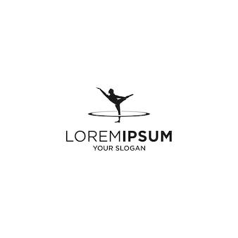 Logo di sagoma fitness yoga donna isolato su bianco