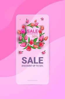 Aletta di filatoio o cartolina d'auguri dell'insegna di celebrazione di festa del giorno 8 marzo delle donne con l'illustrazione verticale dei fiori Vettore Premium