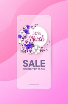 Volantino o cartolina d'auguri dell'insegna di vendita di celebrazione di festa del giorno delle donne 8 marzo con l'illustrazione verticale dei fiori