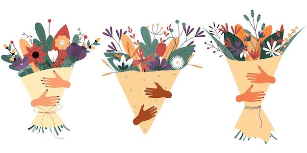 Le mani delle donne tengono un mazzo di fiori set di regali sotto forma di mazzo di fiori