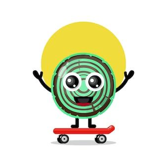 Simpatico personaggio mascotte di skateboard in legno