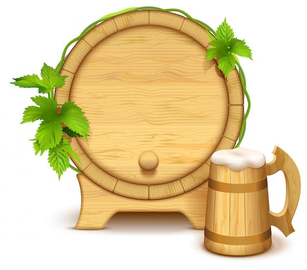 Botte di legno e boccale di birra in legno pieno con spessa schiuma bianca