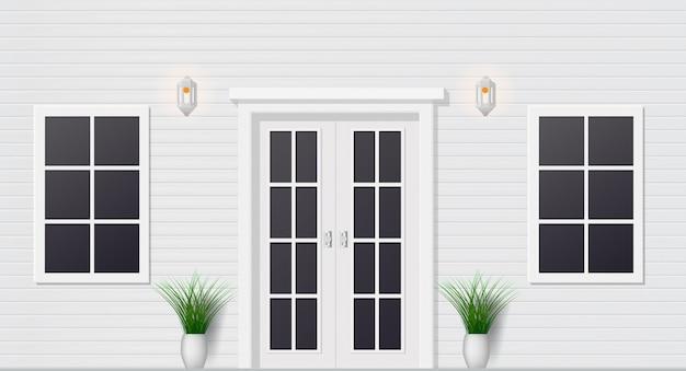Vista frontale della porta di legno della casa con le finestre