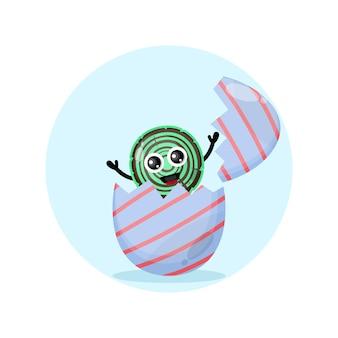 Uovo di pasqua in legno simpatico personaggio mascotte
