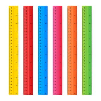 Righelli di legno 30 centimetri con le ombre isolate su bianco. strumento di misura. materiale scolastico. illustrazione di riserva. Vettore Premium