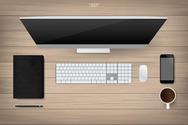Scrivania da ufficio con tavolo in legno