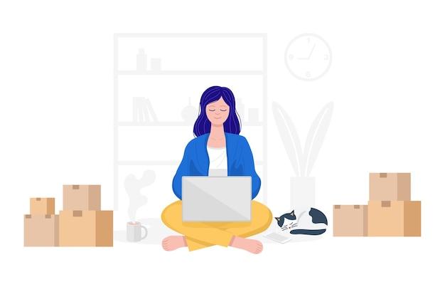 Concetto di lavoro da casa, donna felice che vende prodotti online a casa.