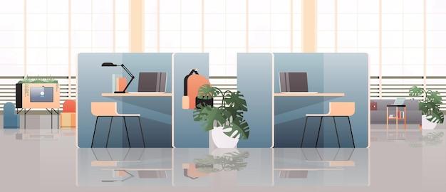 Luoghi di lavoro con computer portatili nel centro di coworking vuoto interno moderno della stanza dell'ufficio spazio aperto con mobili illustrazione orizzontale