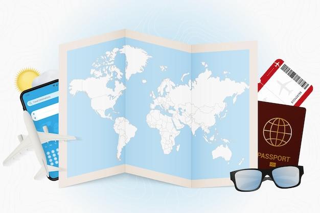 Mappa del mondo con passaporto e altre attrezzature da viaggio
