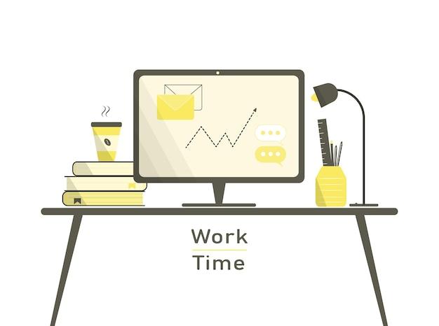 Interno giallo del posto di lavoro con computer desktop