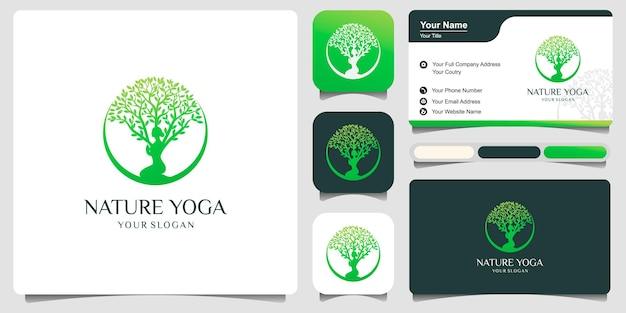 Vettore di logo di yoga, una meditazione delle donne in luogo naturale.