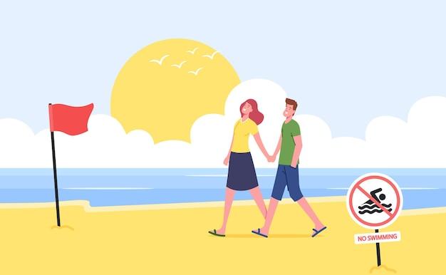 Giovani coppie che si tengono per mano camminando lungo la spiaggia sabbiosa con bandiera rossa di avvertimento e nessun banner di divieto di nuoto, personaggi rilassarsi sulla riva dell'oceano durante la stagione estiva cartoon persone illustrazione vettoriale