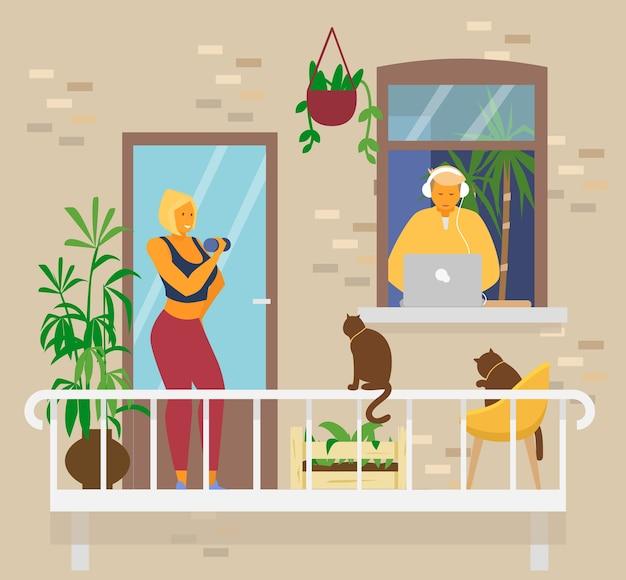 Coppia giovane a casa. donna bionda sorridente facendo esercizi con manubri sul balcone con gatti e piante. uomo in cuffie in finestra lavora da casa al computer portatile. attività domestiche. vettore piatto.