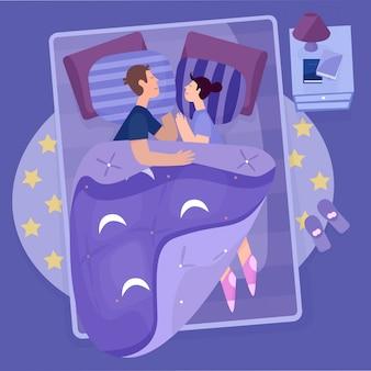 Giovani coppie, marito e moglie che dormono sul letto nella camera da letto di comodità.
