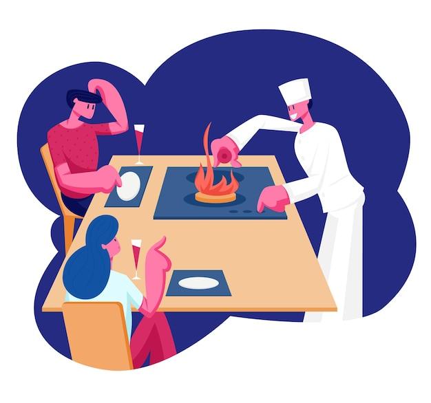 Giovani coppie che si siedono al tavolo del ristorante con piatti vuoti guardando lo chef in piatto da cucina uniforme bianco con fuoco ardente sulla piastra. cartoon illustrazione piatta