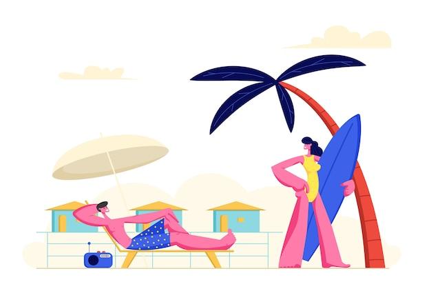 Giovani coppie che trascorrono le vacanze sulla spiaggia