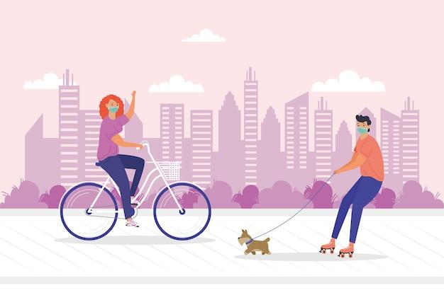 Coppia giovane indossando la maschera mediale in bicicletta e pattini con disegno di illustrazione del cane