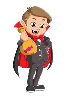 Il giovane dracula tiene in mano un sacco pieno di caramelle di illustrazione