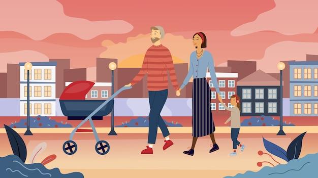 Giovane famiglia con carrozzina e bambino sta camminando nel parco all'aperto con il paesaggio urbano
