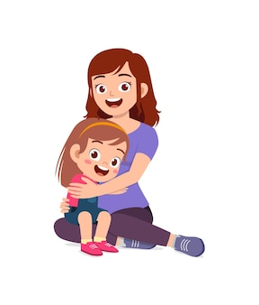 La giovane madre felice abbraccia la bambina carina