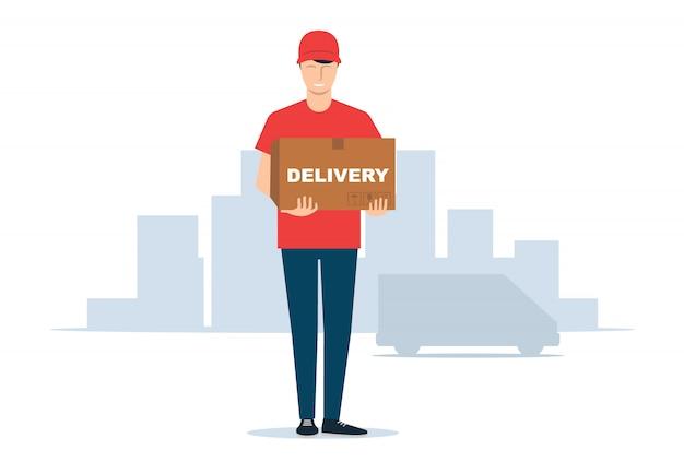 Il giovane corriere maschio tiene una scatola nelle sue mani. consegna alla porta.