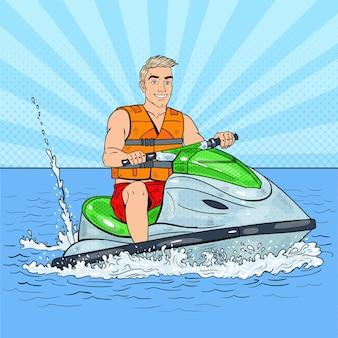 Giovane uomo su jet ski