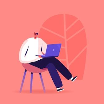 Giovane che studia la lingua straniera con il computer portatile