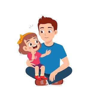 Il giovane sussurra il segreto alla ragazzina carina