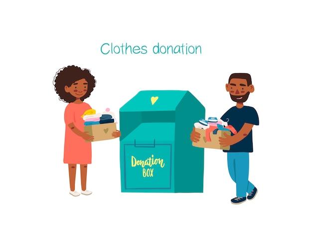 Giovani con abiti da donazione