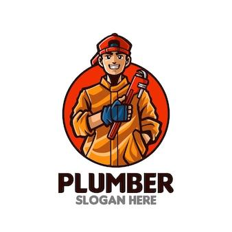 Logo della mascotte dei cartoni animati del giovane idraulico