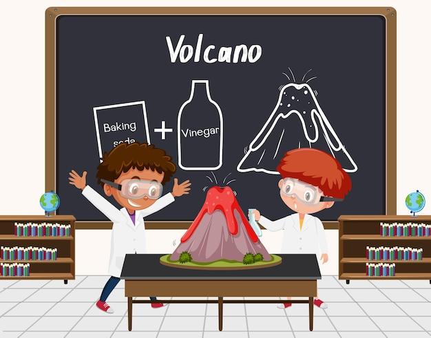 Giovane scienziato che fa esperimento sul vulcano davanti a una tavola in laboratorio