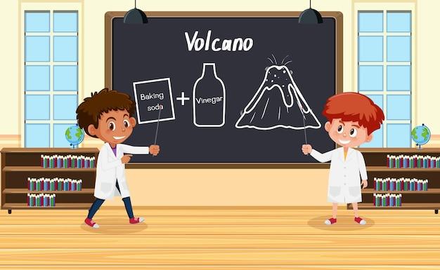 Giovane scienziato che spiega l'esperimento del vulcano davanti a una tavola in laboratorio
