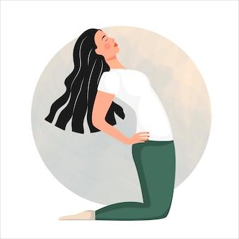 Giovane donna sorridente che si siede nella posizione del loto. lezioni di yoga.