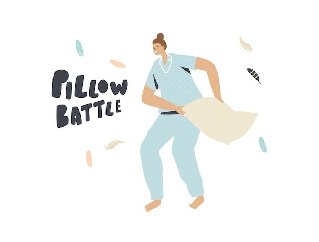 Giovane donna in pigiama che tiene un cuscino con piume che volano intorno