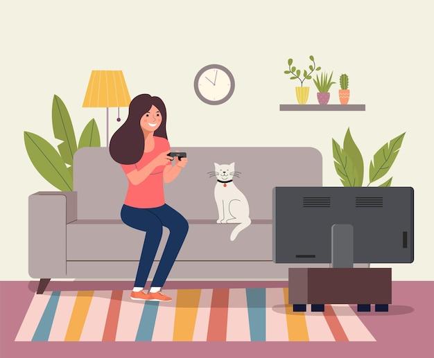 Giovane donna che gioca al videogioco sul divano.