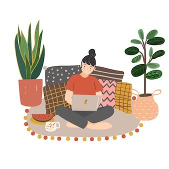 Giovane donna che si siede sul pavimento e che lavora con il computer portatile a casa. illustrazione piatta moderna