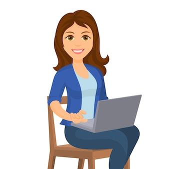 Giovane donna che per mezzo del suo computer portatile