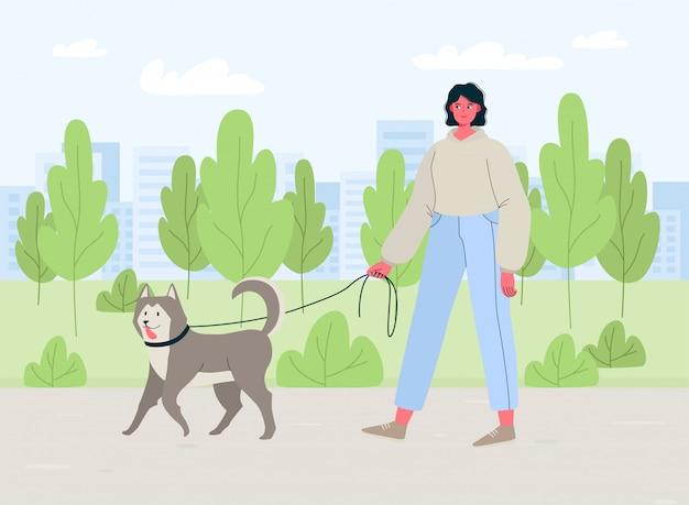 Giovane donna che cammina con il cane all'aperto nel parco, stile di vita attivo sano. illustrazione di cartone animato piatto colorato per servizio di pet sitter, walker, clinica veterinaria, cura degli animali domestici, ospedale, rifugio per cani.