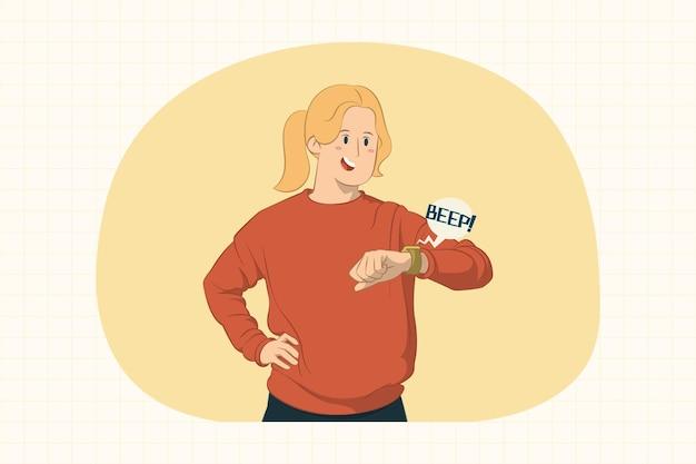 Giovane donna che guarda smartwatch sul concetto di mano