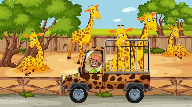 Scena dello zoo con una giraffa felice nell'auto della gabbia