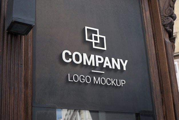 3d-logo mockup op donkere buitenzijde. branding, promotie van logo-ontwerp