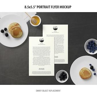 5.5x8.5 '' portret flyer mockup